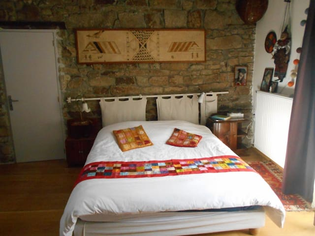 Grande chambre sur jardin dans maison de caractére - Malville - 단독주택