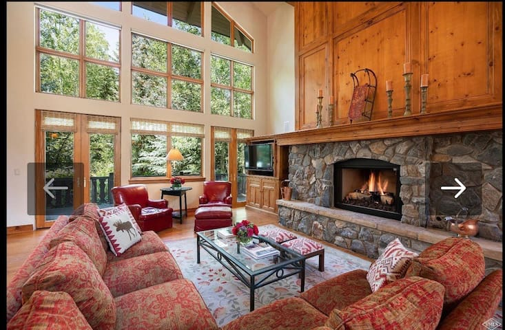 Beautiful SKI- IN -8/8 home on BC golf course!!