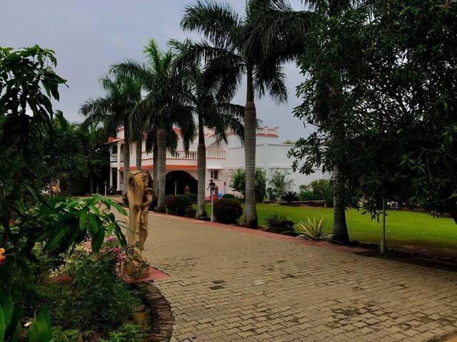 Seasons 5 Villa