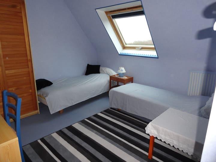 Chambre bleue près port de Brest