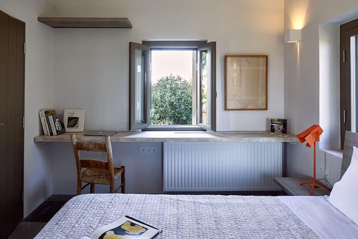 Studio Fistiki : Chambre double avec un lit queen size
