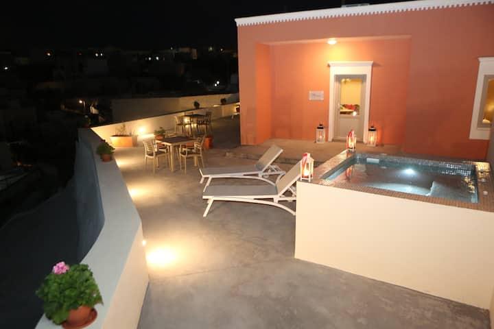 Nomikos Maria's Suite with private hot tub