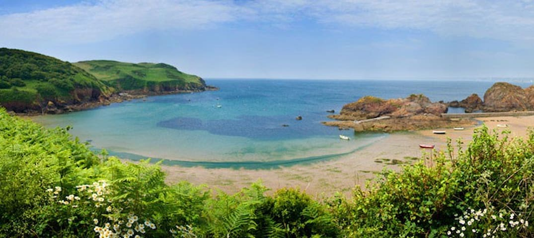 """The Piggery"" - sleeps 6 - Hope Cove, South Devon - Devon"