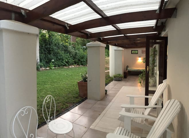 Cottage in the heart of Constantia, swimming pool