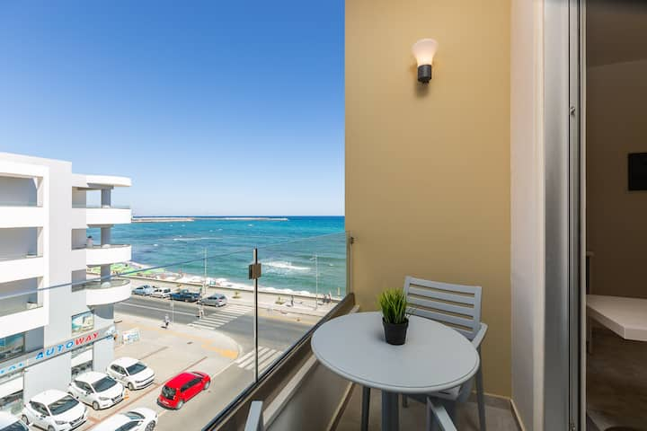 Renovated Sunny Sea View Studio|Balcony & Elevator