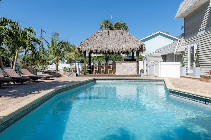 """Tiki Time!"" Luxury 4 br with Tiki hut and 2 bars"