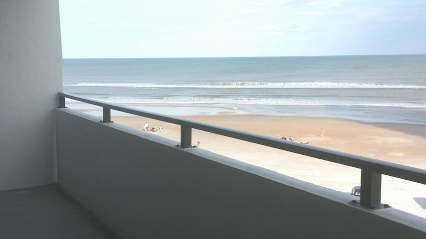 Life is a Beach in this Cozy Master - Ormond Beach - Lägenhet