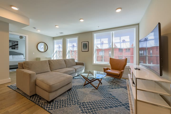Modern Spacious 2 BR Loft near Grove St PATH train