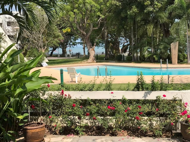 Ground Floor Beachfront Condo with garden and pool - Chon Buri - Leilighet