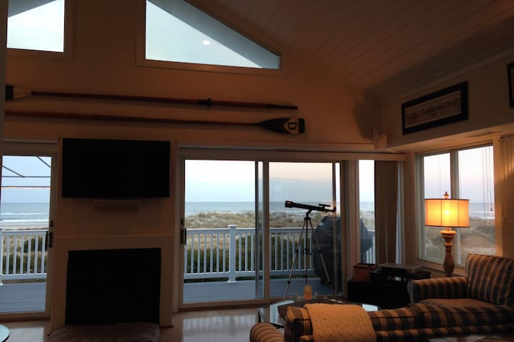 Beachfront Luxury Home  2600 Block of Wesley Ave. - Ocean City - Condo