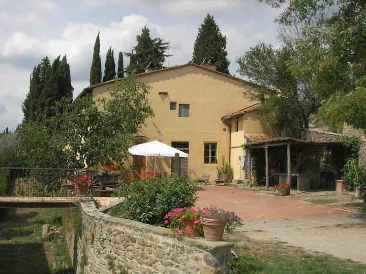 Restored farmhouse in Chianti close to Florence