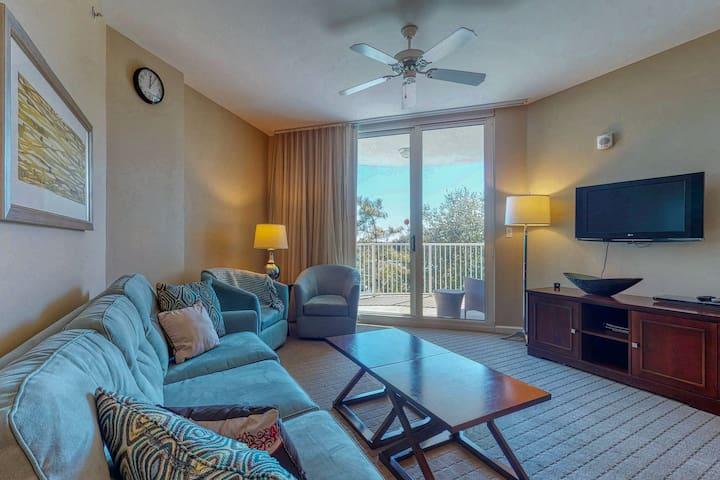 Gorgeous coastal condo w/ balcony & resort pools - close to beach!