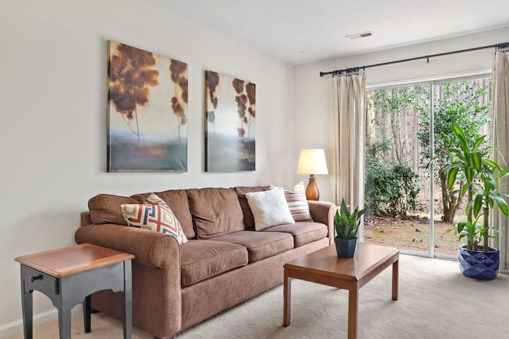 Cozy Spacious 2BR Townhome 1 Mile to UNC/ Downtown