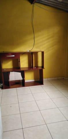 Alquilo habitación colonia atlacatl San Salvador