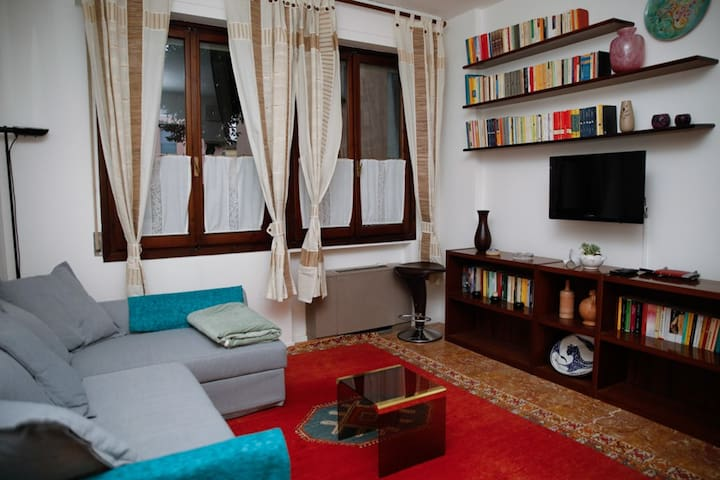 Artist's house -Apartment with parking in Florence