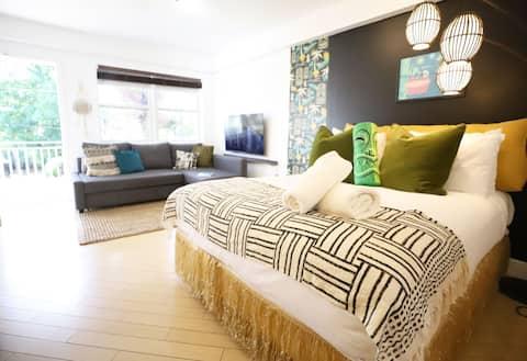 Tiki SoBe Studio Free Parking 7 min to Ocean South Beach | Studio Apartment