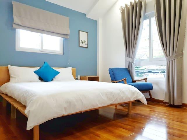 Villa De Dolphiné - 01 Double bed, street view