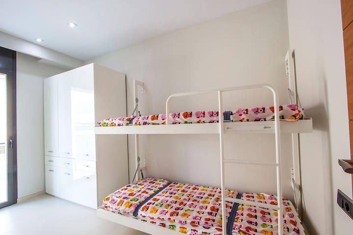Spectacular 4-bedroom villa in Riudellots, just 10km from Girona! - Costa Brava - Casa de campo