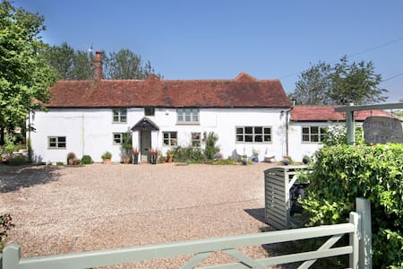Country cottage in the Chilterns - secure parking - Stokenchurch - House