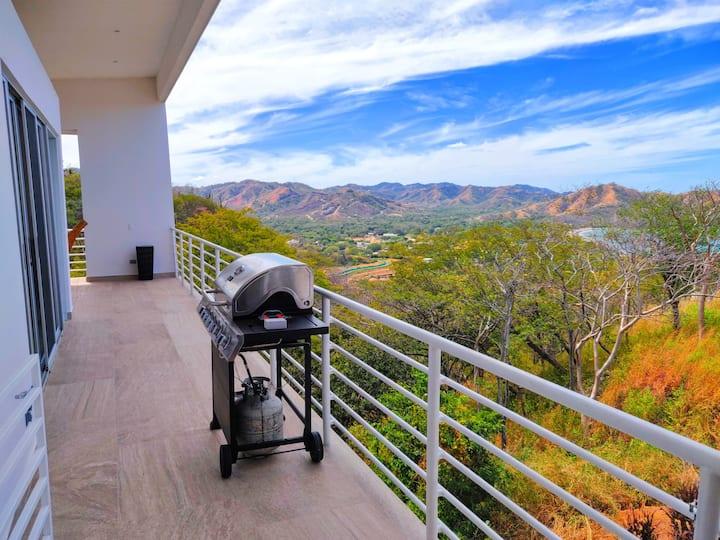 Modern Luxury Retreat 5BR - Private, Beach, Secure