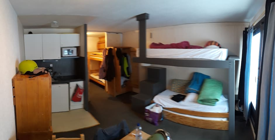 val thorens,  appartment les neves, ski in.