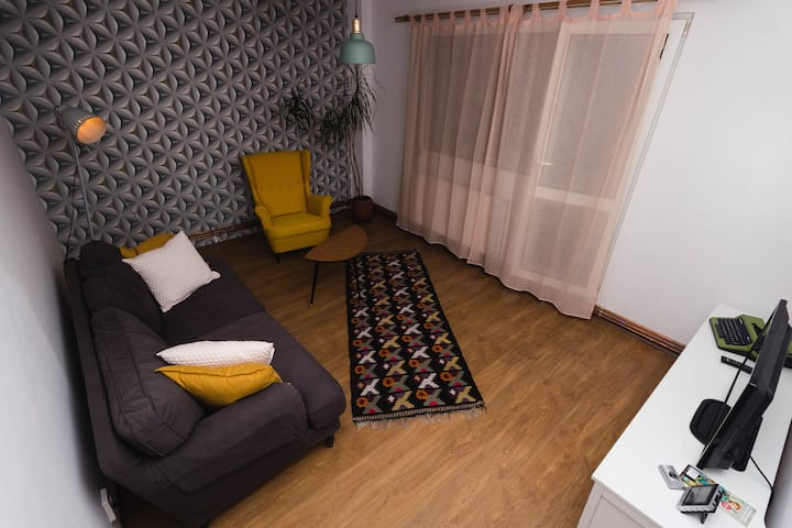 Spacious and central three bedroom apartment