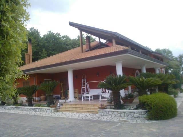 Coccole e relax in splendida villa - Foglianise