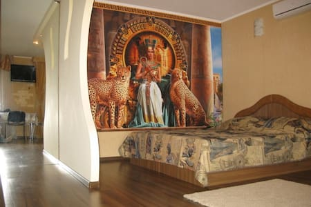 """Design in the style of """"Cleopatra"""". - Apartment"""
