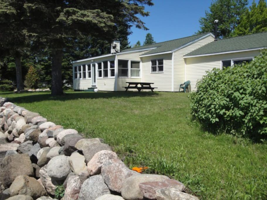 Situated right on the beautiful north shore of Lake Gogebic