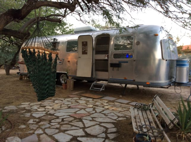 Airstream/Garden/Hot Springs Nearby