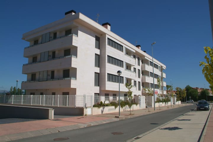 Apto de 2 dor, piscina y parking - Lardero - Apartment