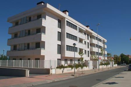 Apto de 2 dor, piscina y parking - Lardero - アパート