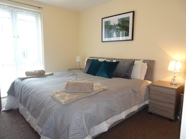 Eaton Lodge-Spacious apartment with FREE parking.