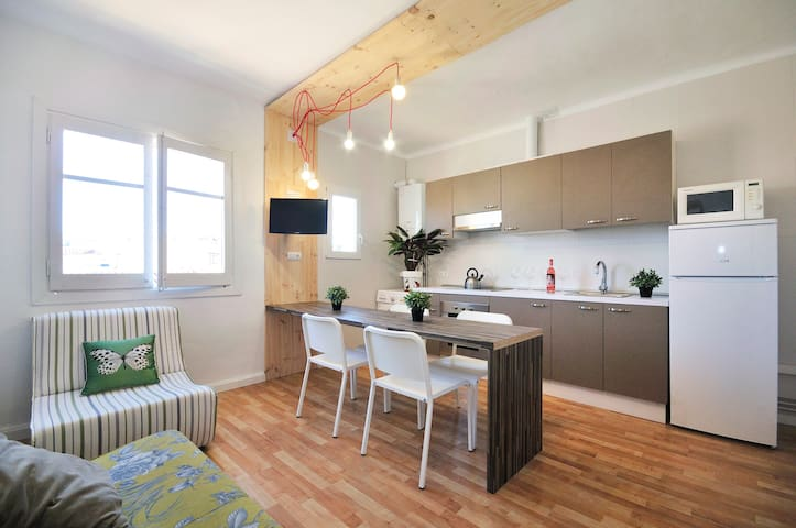 APARTMENT WITH 2 BEDROOMS - Girona - Lejlighed
