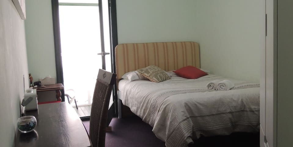 Private room & balcony in house near city centre L