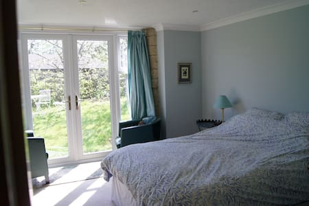 Dorset Shaftesbury B&B ensuite - North Dorset District