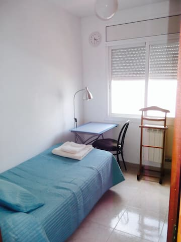 Single room in Viladecans, Barcelona - Viladecans - Casa