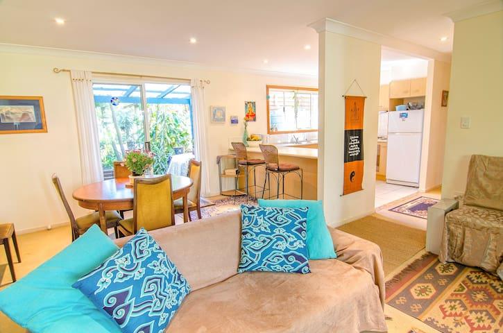 Byron Yoga Homestay! Lotus Room