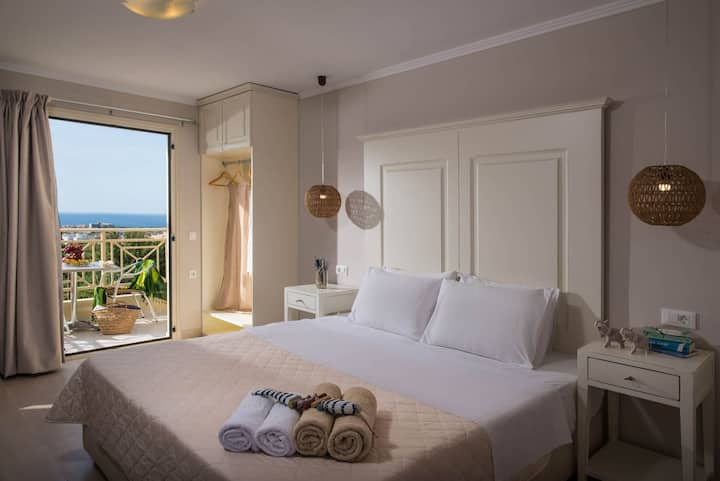 Deluxe Mini Suite Sea View Shared Pool (A3) +BB