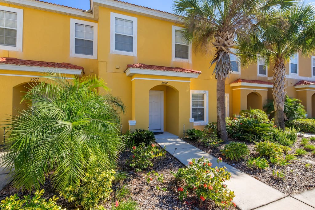 This Encantada town home offers your family 4 fabulous bedrooms, with lots of space and comfort for everyone to enjoy. Don't stay in a cramped hotel when you can stay in this unit for less!