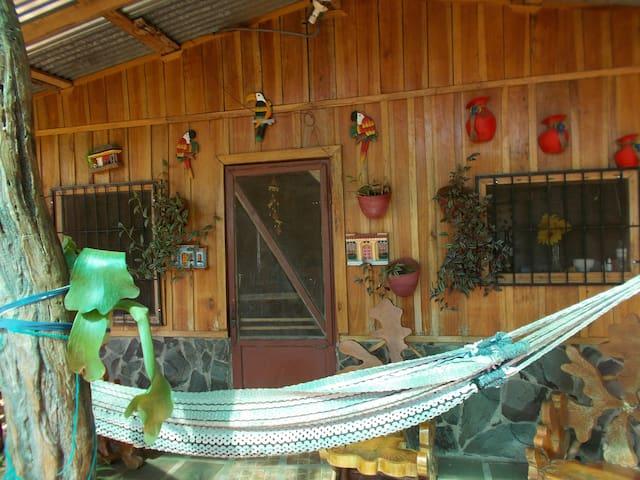 Hermosa cabaña rustica y mucha paz. - San Jeronimo de Esparza, Puntarenas, Costa Rica - Cottage