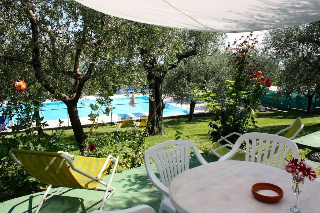 Ap4 lago di garda giardino piscina appartamenti in for Appartamenti in affitto lago di garda capodanno