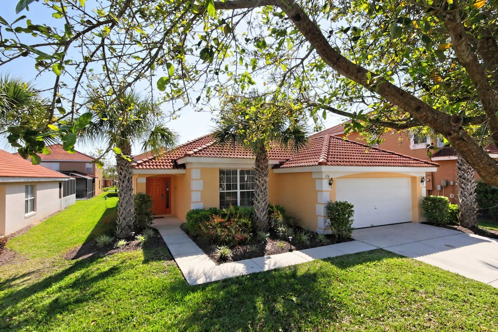 This fully air-conditioned, elegantly decorated Orlando vacation pool home away from home is just minutes away from some of the most popular destinations, but is in a quiet, safe and peaceful resort community.