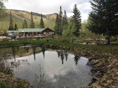 Grandpa's Cabin w/ Hot Tub and Mountain Rivers