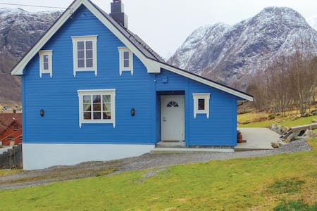 Holiday cottage with 3 bedrooms on 117m² in Sykkylven