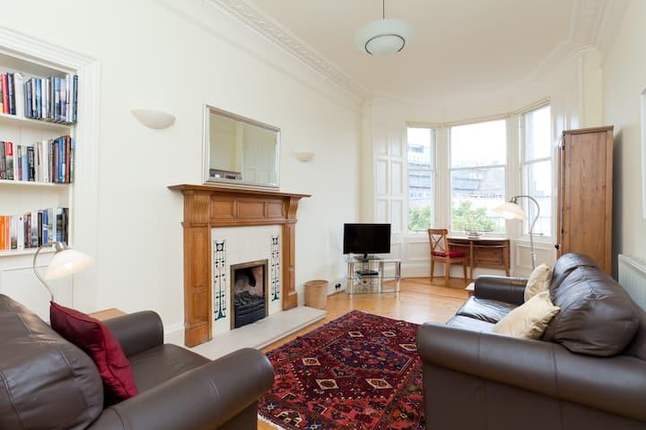 Spacious top floor flat in green Merchiston area