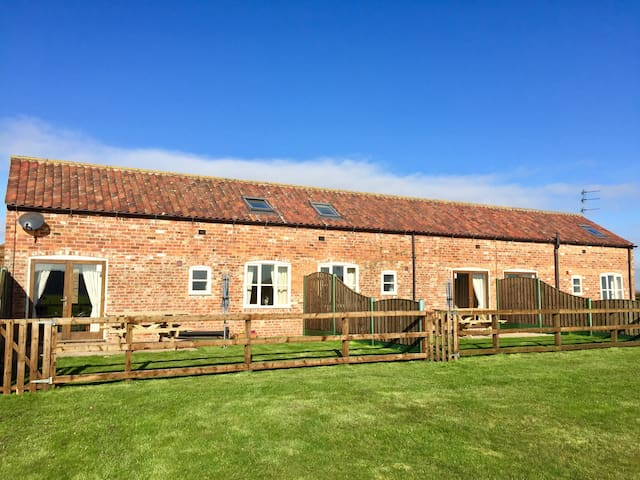 Grange Farm Cottages, Wressle-3 Cottages Sleeps 12 - Wressle - Huis