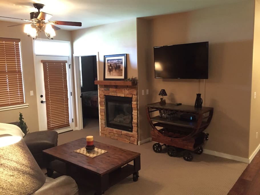 Living room w/ gas fire place