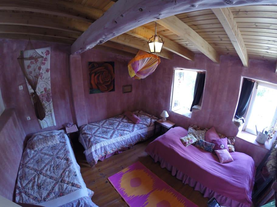 Large view of the room Vista alargada do quarto