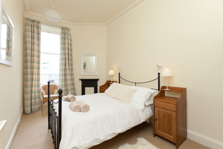 Bedroom - linen & towels provided